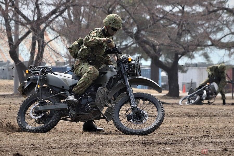 再生産!! 陸上自衛隊にも採用される偵察用車両、カワサキ「KLX250」の ...